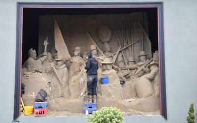 Grootste Nachtwacht ter wereld staat bij 't Veluws Zandsculpturenfestijn