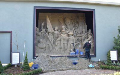Grootste Nachtwacht ter wereld staat bij  't Veluws Zandsculpturenfestijn, maar moet weg!