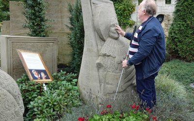 Piet Paulusma presenteerde vrijdag 1 november het weer vanaf 't Veluws Zandsculpturenfestijn!